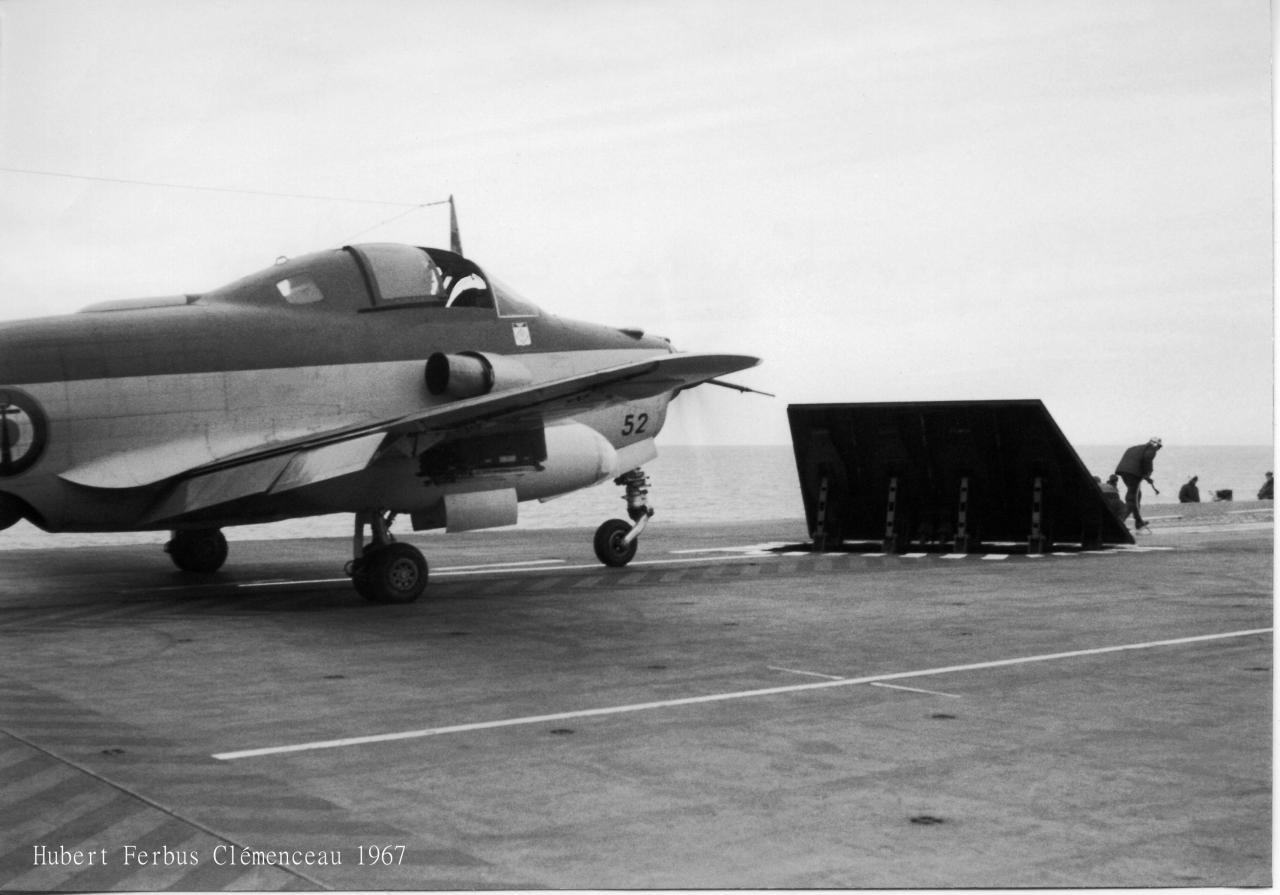 1967, p.a Clemenceau, flottille 6F, alizé 52 en attente ...