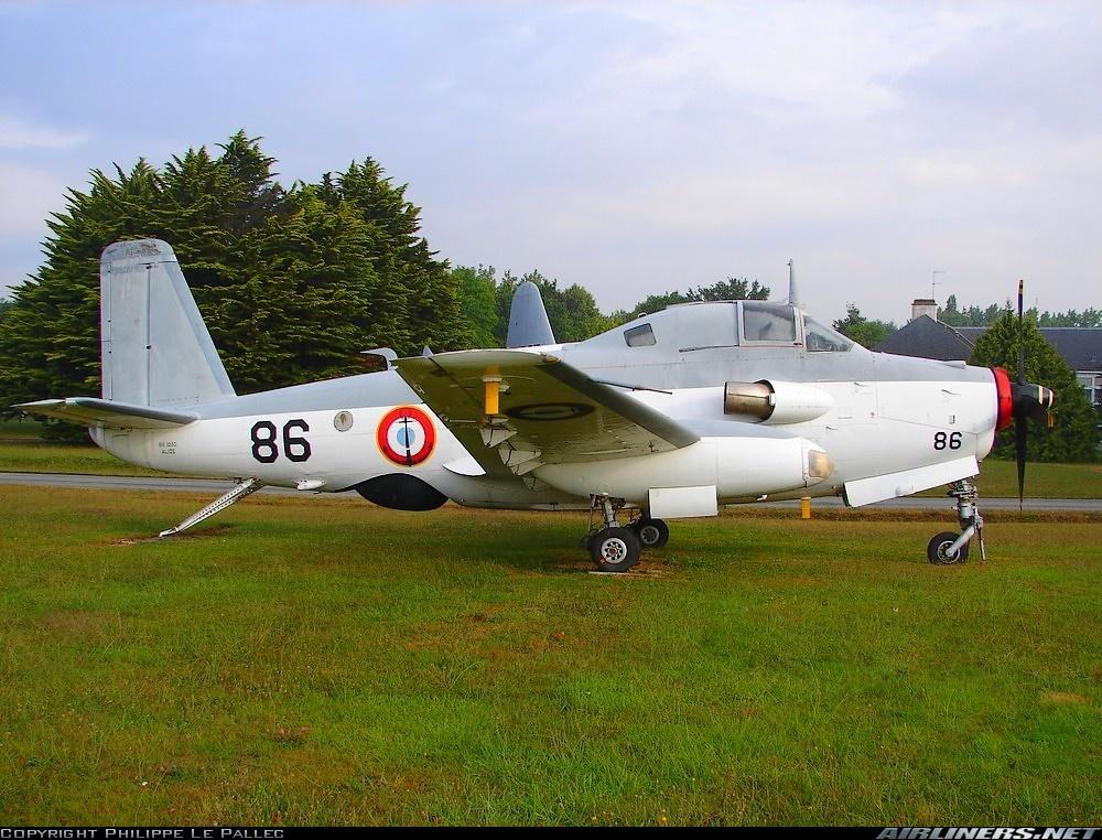 le 86 en expo statique sur la base Aéronavale de Lorient-Lann-Bihoué en 2006 ...