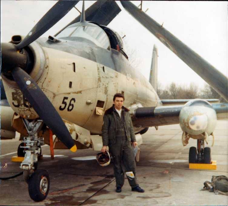 1971/72, le 56 et son pilote prennent la pose, à la 2S, Lann-Bihoué