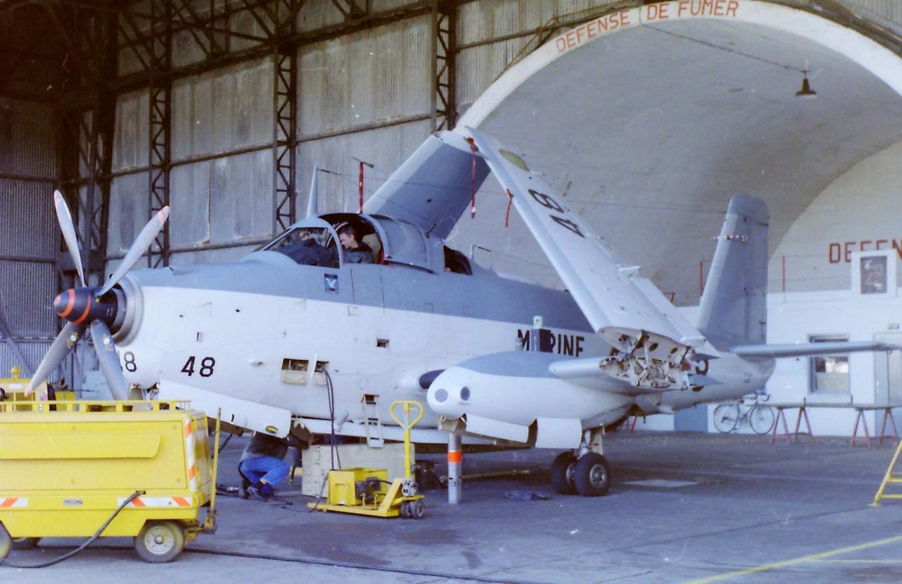 11/1986, flottille 4F, alizé 48 hangar dépannage ...