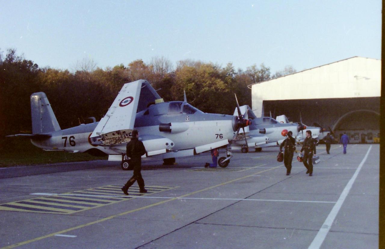 11/1986, Lorient Lann-Bihoué, flottille 4F, alignement hangar piste