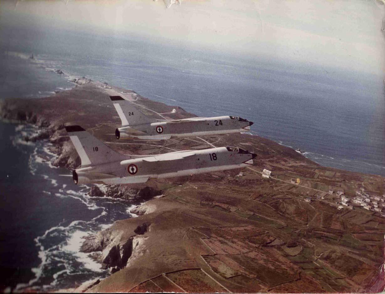 1966, pointe du raz, Crusaders 18et24, flottille 14F ... (insigne corsair borgne)
