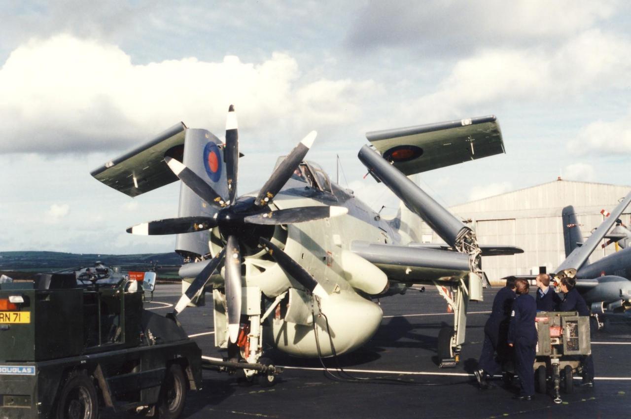 visite au 849 squadron, gannet aew.3 XL500 préservé ...