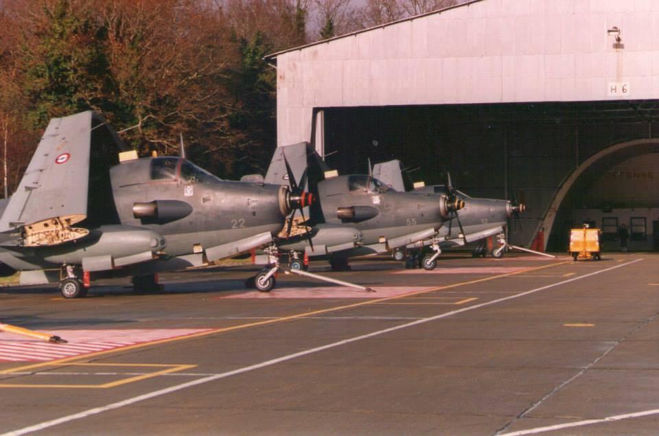 1994, Base d'Aéronautique Navale de Lann-Bihoué, Flottille 4F, alizé au parking H6...