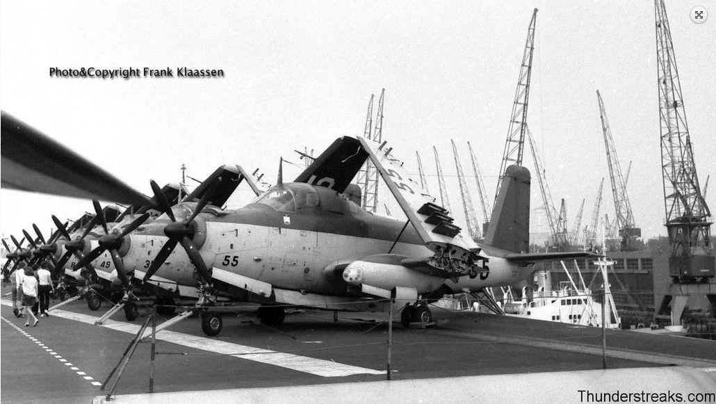 1970, flottille 4F, p.a Clemenceau, 7 avions en épis sur bâbord ...