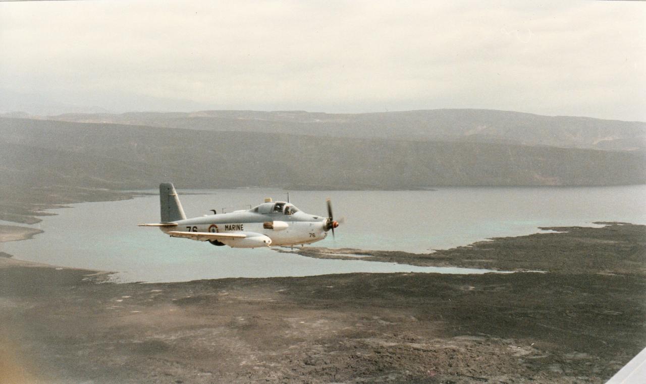 1987, flottille 4F, alizé 76 en vol sur Djibouti ...
