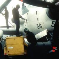 1983/84 - p.a Clem - 4F - alizé 56 - remplissage eau méthanol par les pistards ...