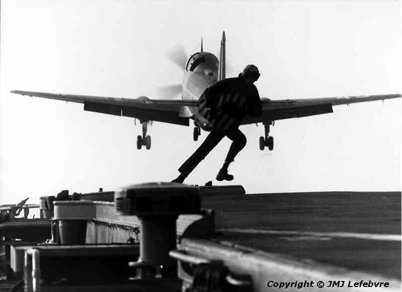 1980, p.a Clemenceau, flottille 6F, alizé sortie de pont ...
