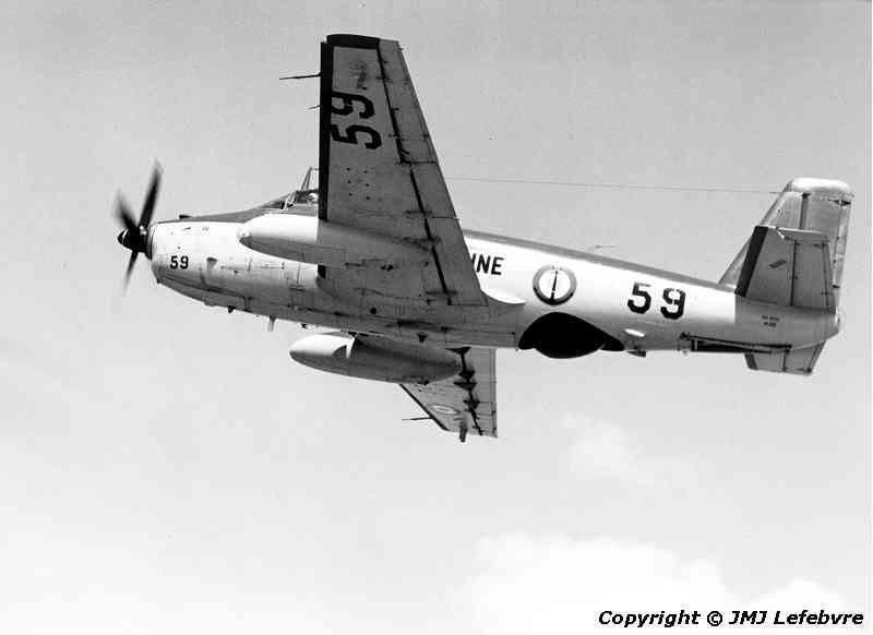1980, flottille 6F, alizé 59 en vol autour de Garons ...