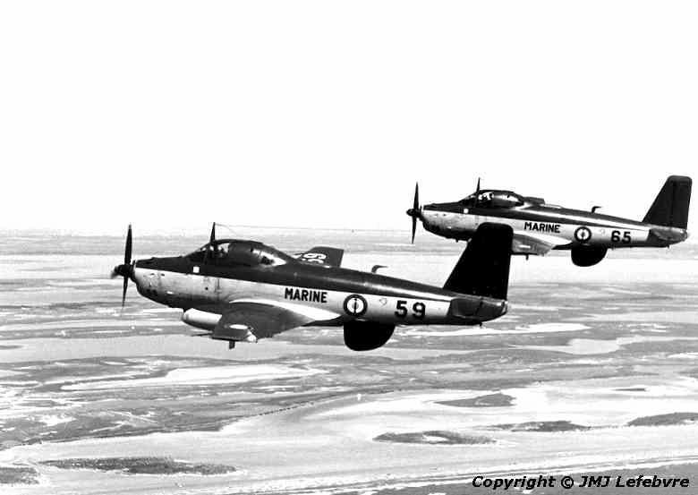 1980, flottille 6F, alizé 59 et 65 en vol autour de Garons ...