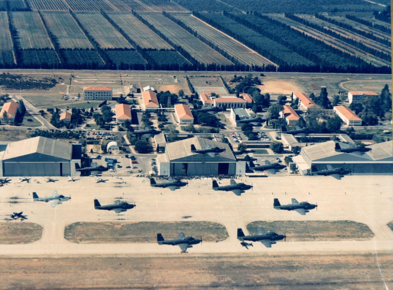 défilé aérien des 16 appareils ...