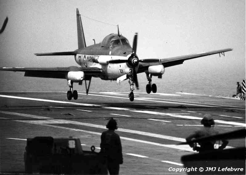 1980, p.a Clemenceau, flottille 6F, alizé 37 à l'appontage ...