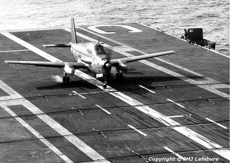 1980, p.a Clemenceau, flottille 6F, alizé 68 à l'appontage ...