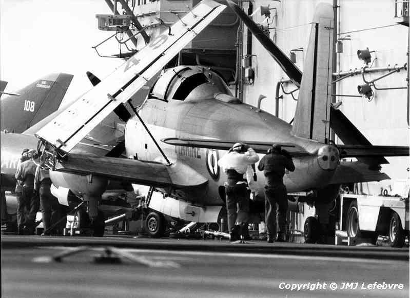 1980, p.a Clemenceau, flottille 6F, alizé 49 contre l'îlot ...