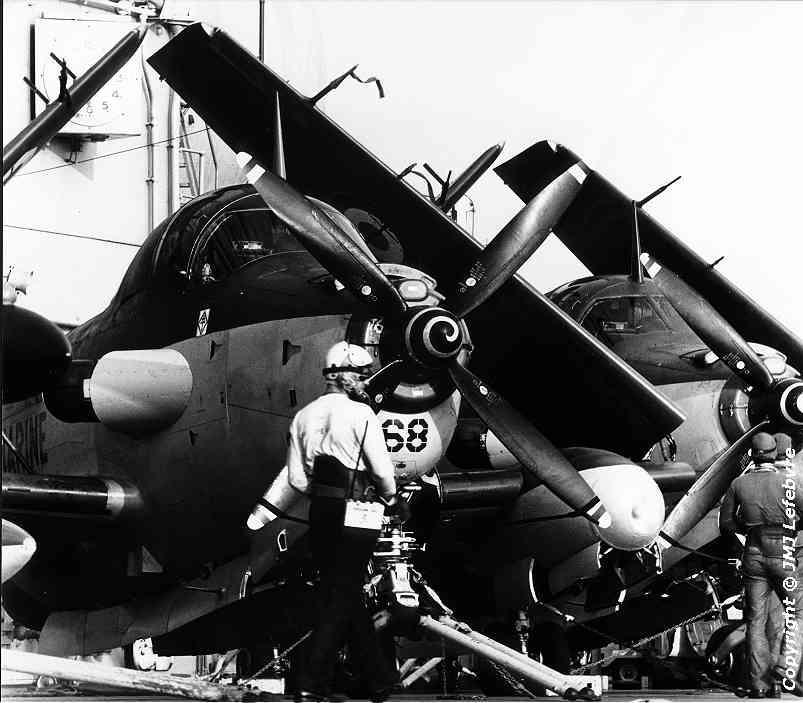 1980, p.a Clemenceau, flottille 6F, alizé 68 contre l'îlot ...