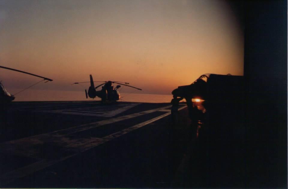 1994, p.a Foch, couché de soleil sur le pont d'envol ...