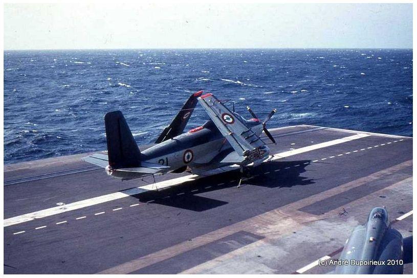 1971, p.a Foch, flottille 6F, attente de roulage ...