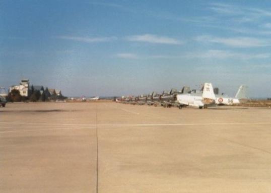 1989, Base d'Aéronautique Navale de Nîmes-Garons, au parking ...