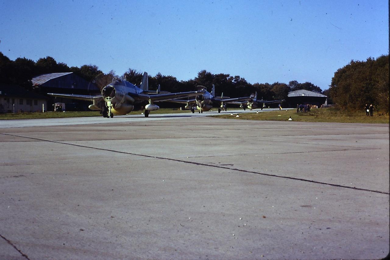 1974, Lann-Bihoué, détachement Royale Navy Gannet AEW du 849e squadron ...