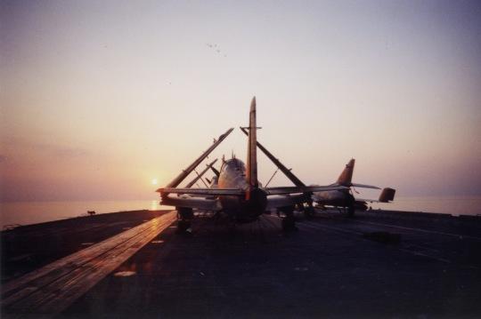 an 2000, flottille 6F, p.a Foch, soleil couchant en mer ...