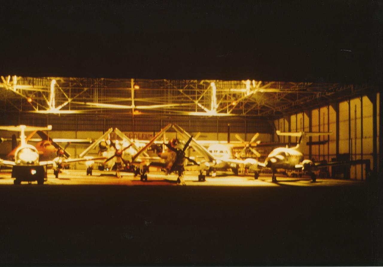 1988, ban fréjus, alizés 52,30 et 26, hangar SES