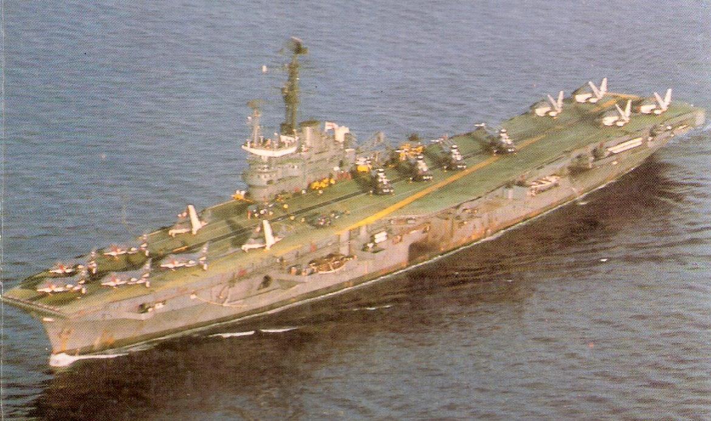 1984, INS Vikrant et alizé 310 Sqn ...