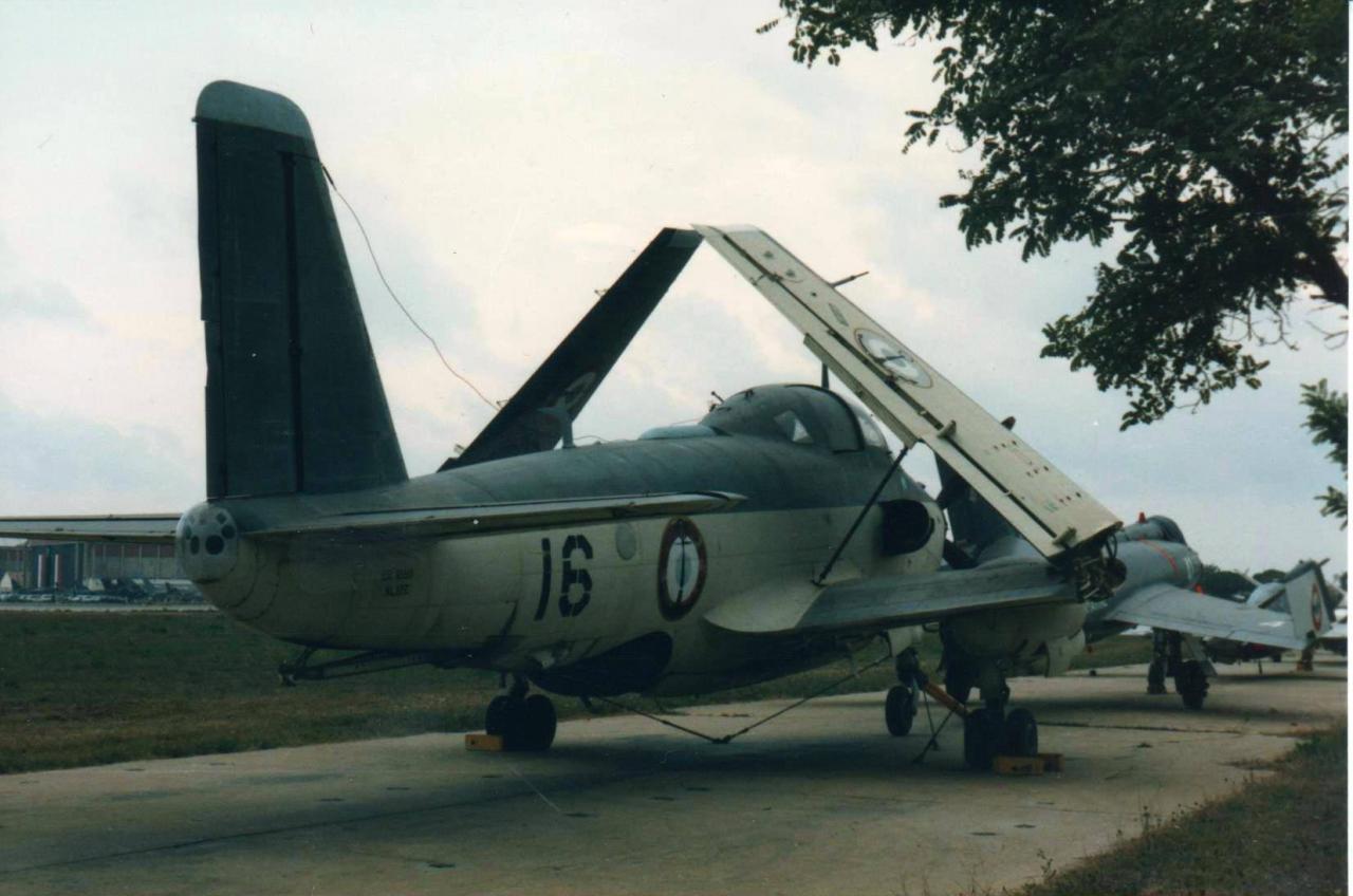 1985, ban Hyères, alizé 16 aux couleurs de l'escadrille 59S ...