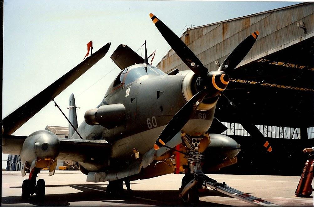 1995, Nîmes-Garons, alizé 60 au parking devant hangar 6F ...
