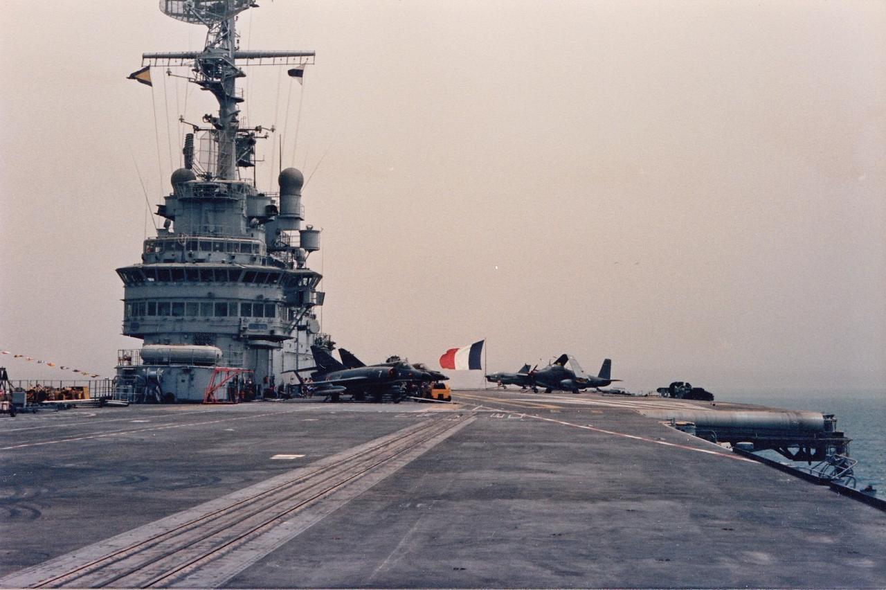1988, Océan Indien, p.a Clemenceau, sur le pont ...