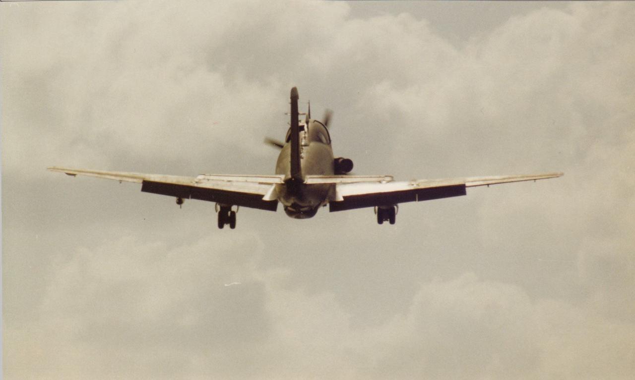 1988, Océan Indien, p.a Clemenceau, alizé 6F sortie de pont ...