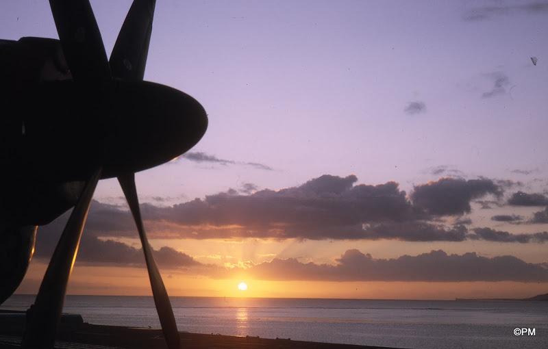 Pacifique 1968, p.a Clem, soleil couchant à Tahiti ...